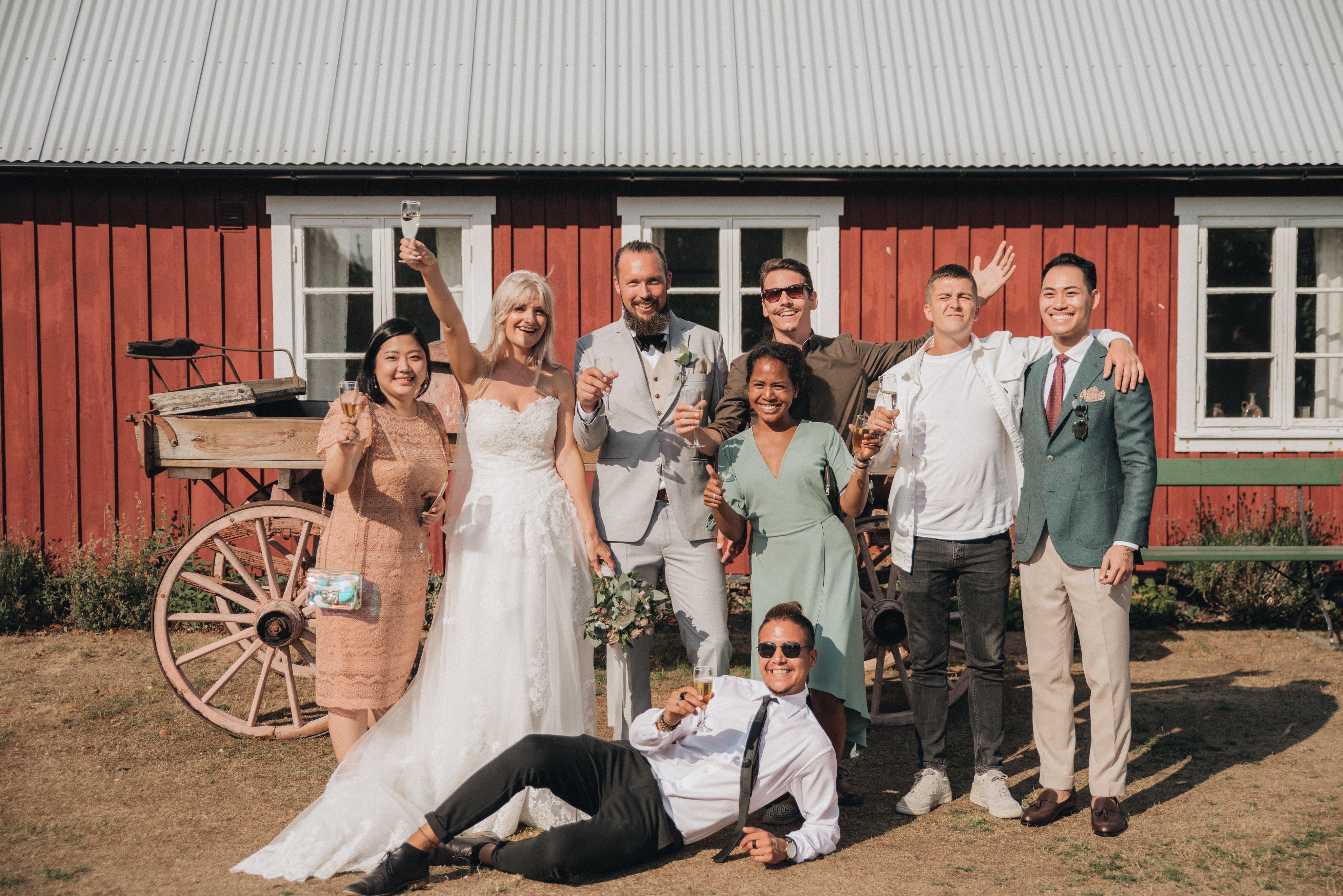 Class of 2009 attending Frida (Ahlsen) Hallin's (Class of 2009) wedding